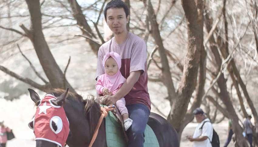 Berkuda di Area Pantai