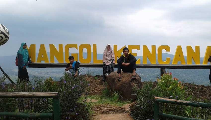 Foto Wisatawan Mangol Kencana