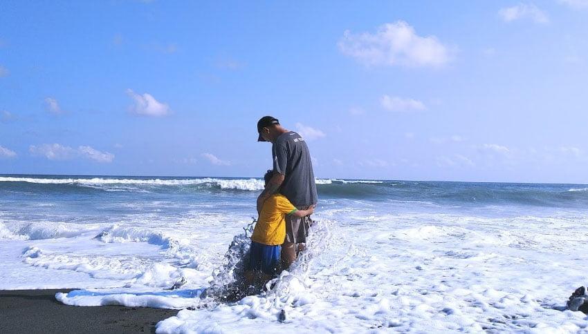 Foto Wisatawan Pantai Depok