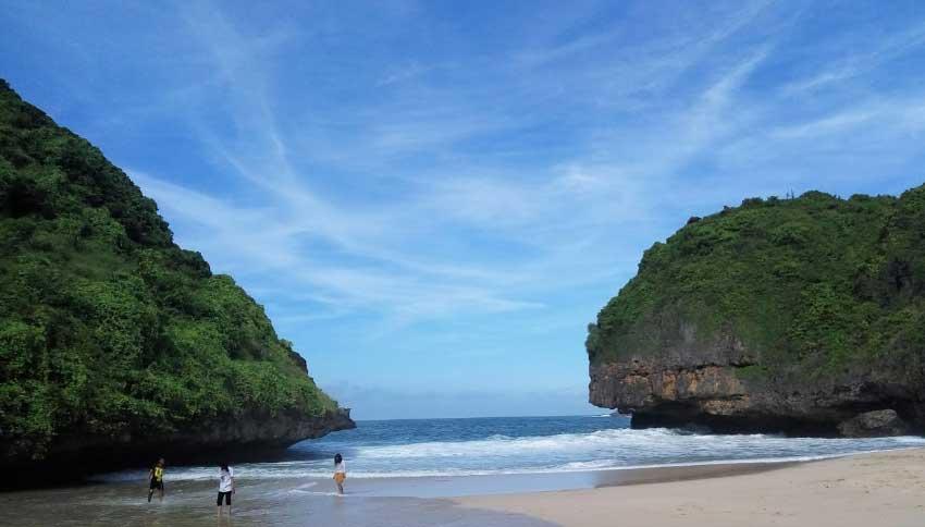 Foto Wisatawan Pantai Greweng