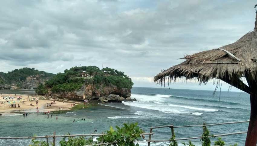 Gardu Pandang Kukup Beach