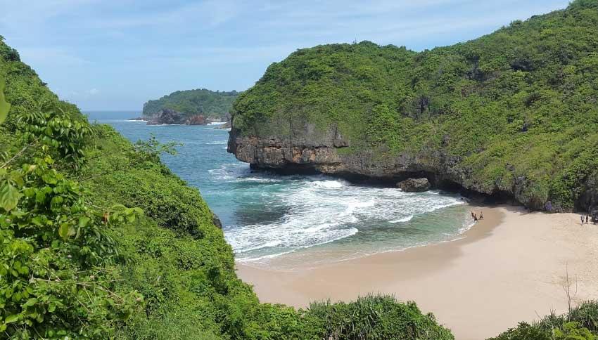 Keindahan Alam Pantai Greweng