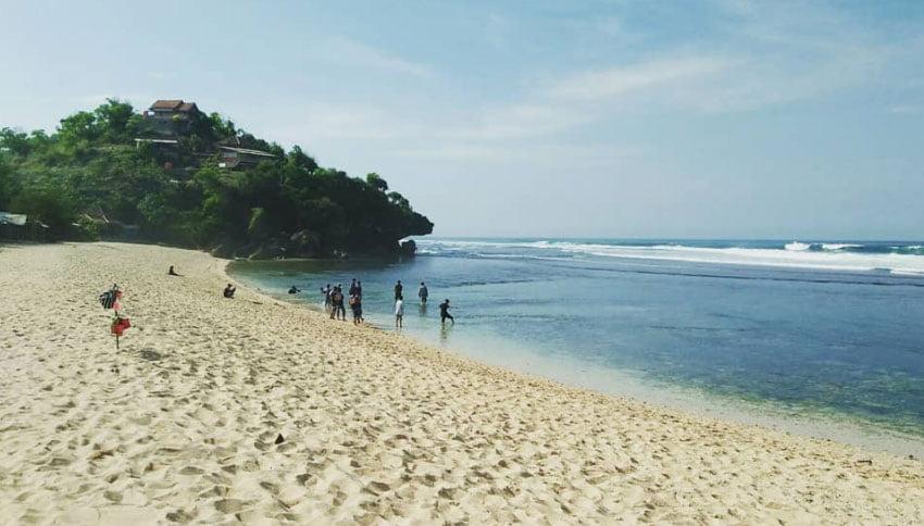 Keindahan Alam Pantai Sundak