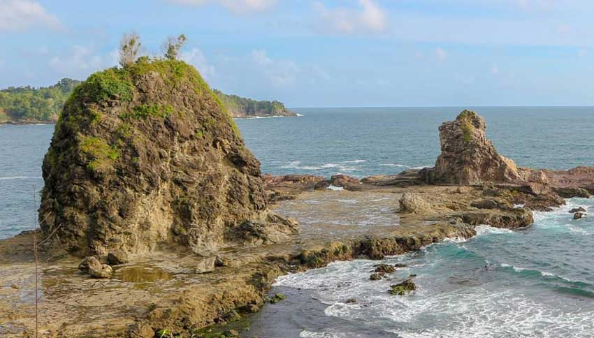 Keindahan Pantai Watu Lumbung
