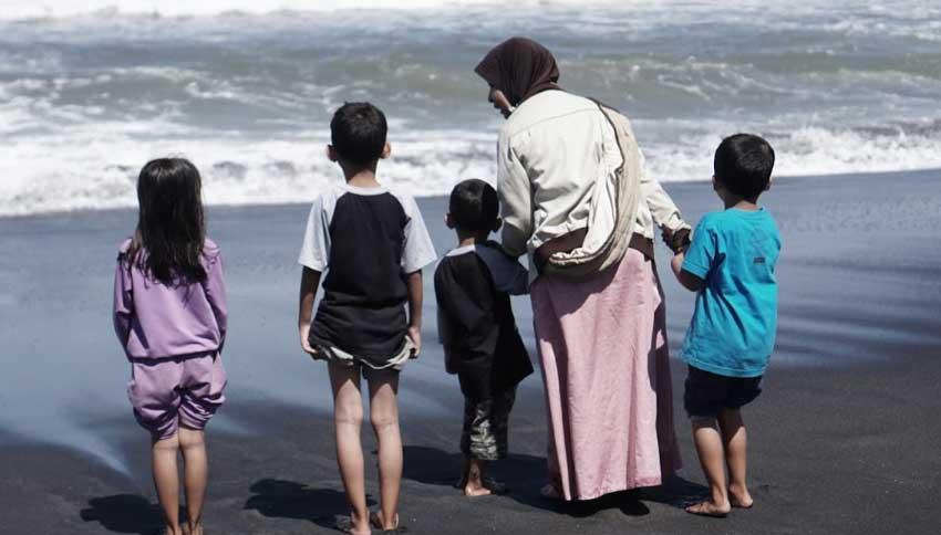 Wisatawan Pantai Goa Cemara