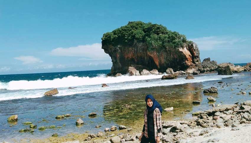 Wisatawan di Pantai Jungwok